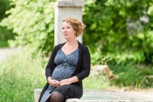 Portrait der Grünen Nationalrätin Irène Kälin, die momentan im 9. Monat schwanger ist.